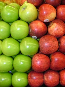 451px-Assorted_Red_and_Green_Apples_2120px